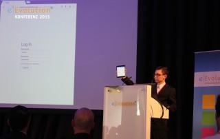 Konstantin Janzen hält einen Vortrag auf der eEvolution konferenz 2015