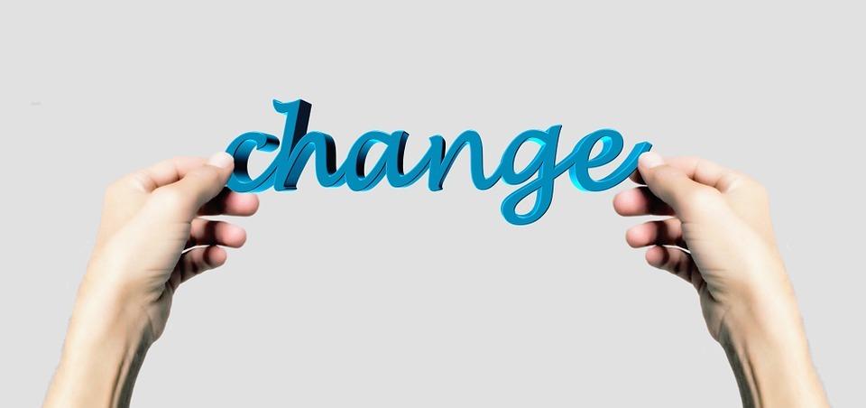 Hände halten das Wort Change